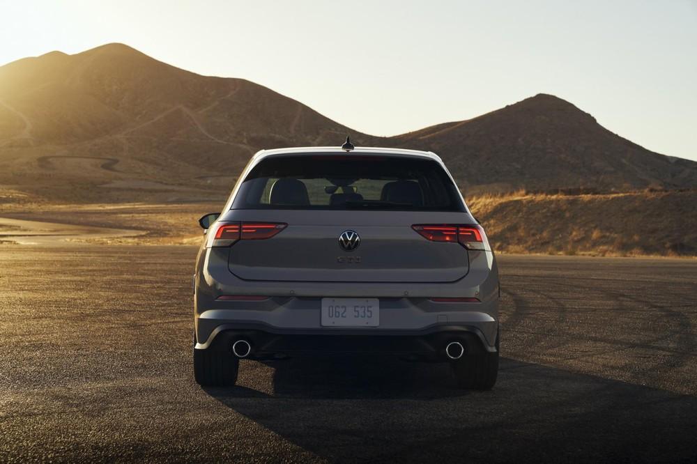 Volkswagen Golf GTI 2022 nhìn từ đằng sau