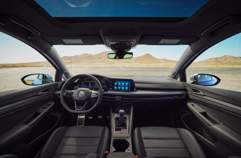 Nội thất bên trong Volkswagen Golf R 2022
