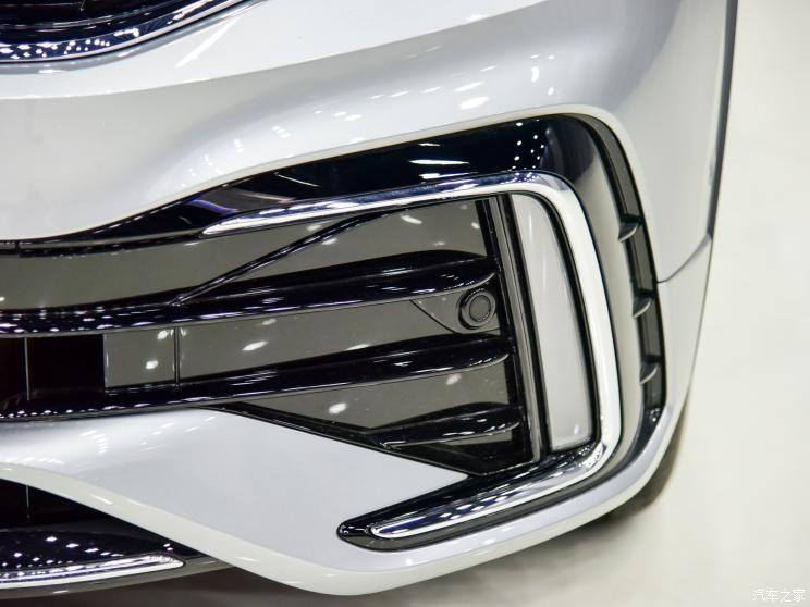 Viền chữ C ở cản trước của Volkswagen Tiguan L 2021