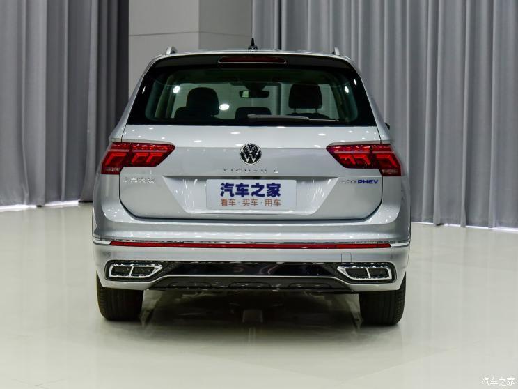 Volkswagen Tiguan L 2021 nhìn từ đằng sau