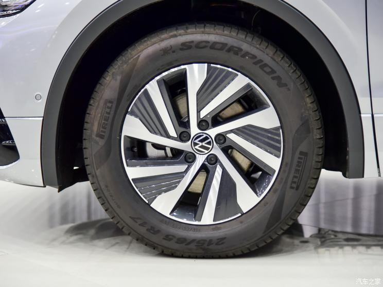 Vành 17 inch của Volkswagen Tiguan L 2021
