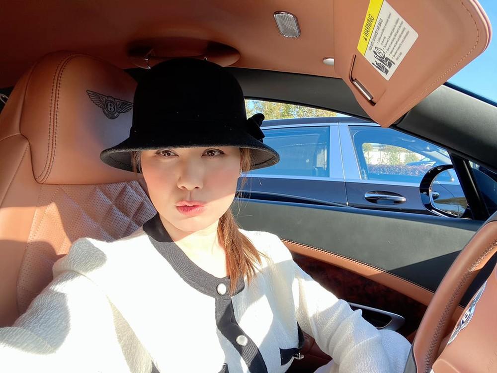 Thuỷ Tiên lái xe Bentley trong 1 lần đi xem các siêu xe của hãng Lamborghini