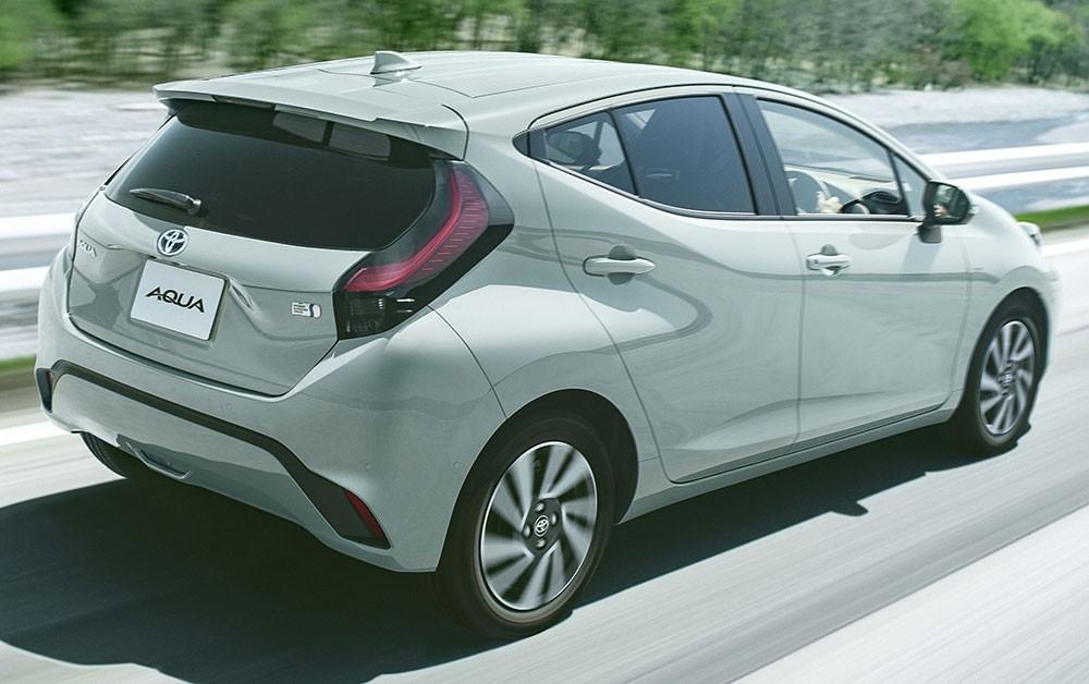Toyota Prius c 2021 dùng hệ truyền động hybrid với 2 mô-tơ điện