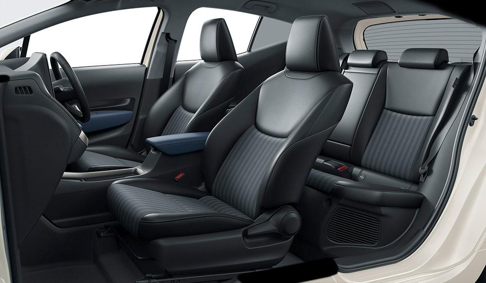 Ghế của Toyota Prius c 2021 được bọc bằng chất liệu giả da