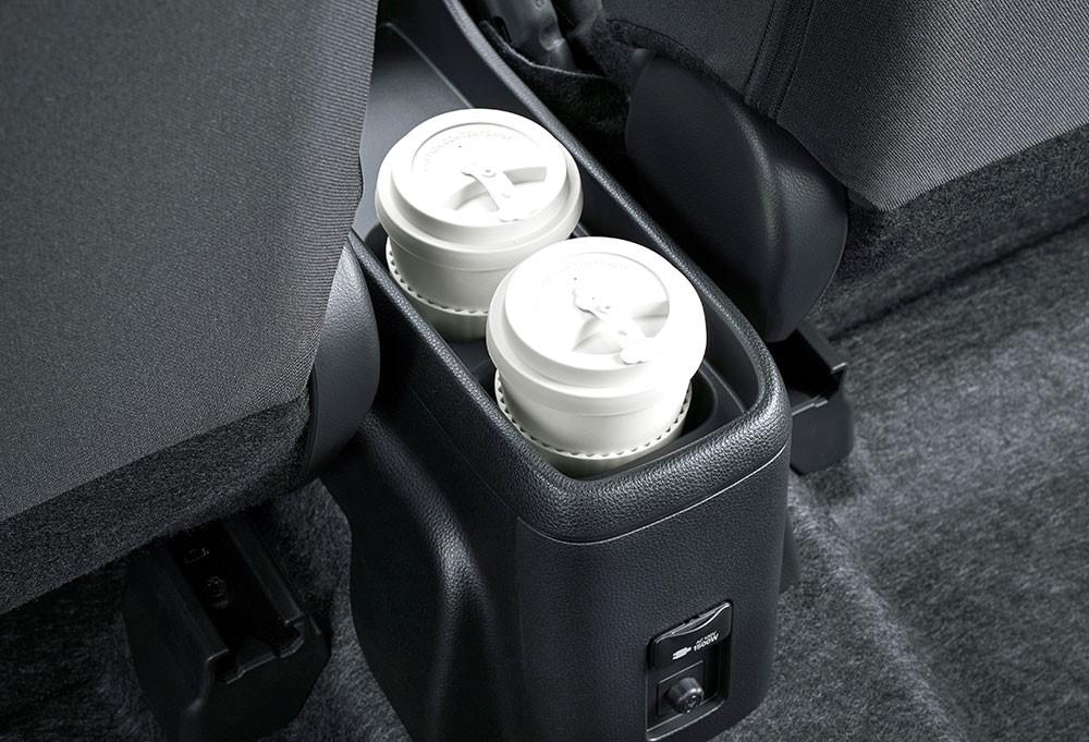 2 hộc đựng cốc của Toyota Prius c 2021