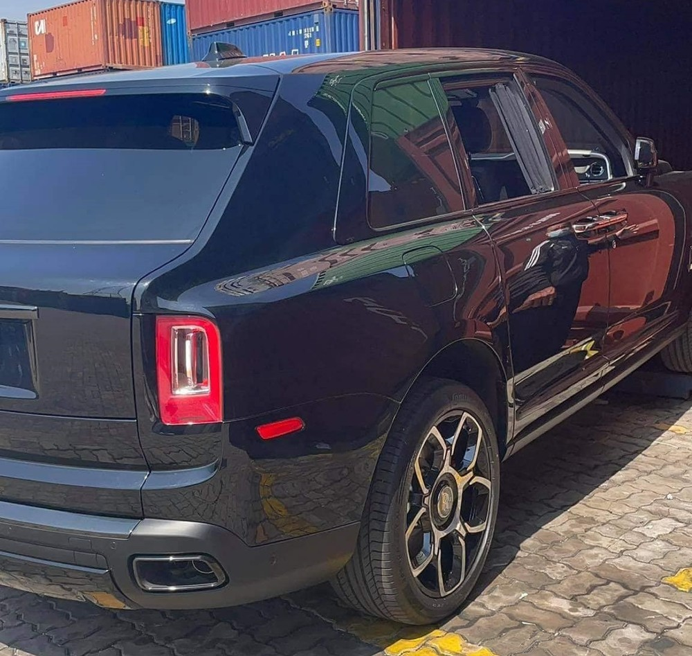 Rolls-Royce Cullinan bản Black Badge sẽ có ngoại thất sơn màu tối