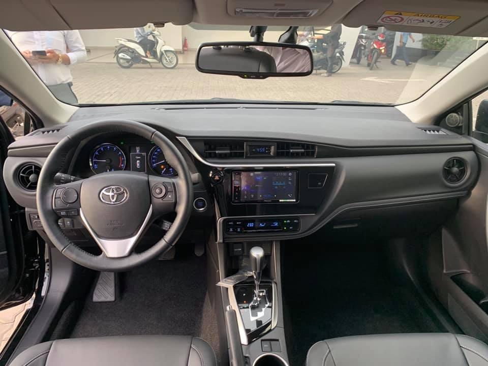 Nhiều khách hàng thay vì xuống tiền mua Toyota Corolla Altis vẫn đang chờ sự ra mắt của phiên bản mới