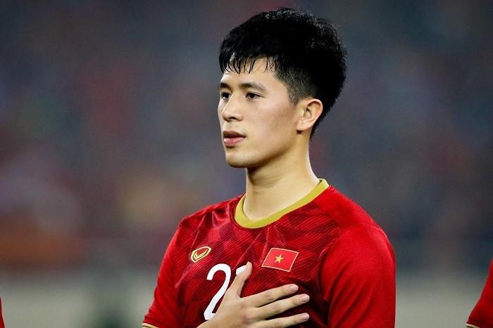 Chàng trung vệ điển trai sinh năm 1997 - Trần Đình Trọng - đã quá quen thuộc với những người yêu bóng đá Việt Nam.
