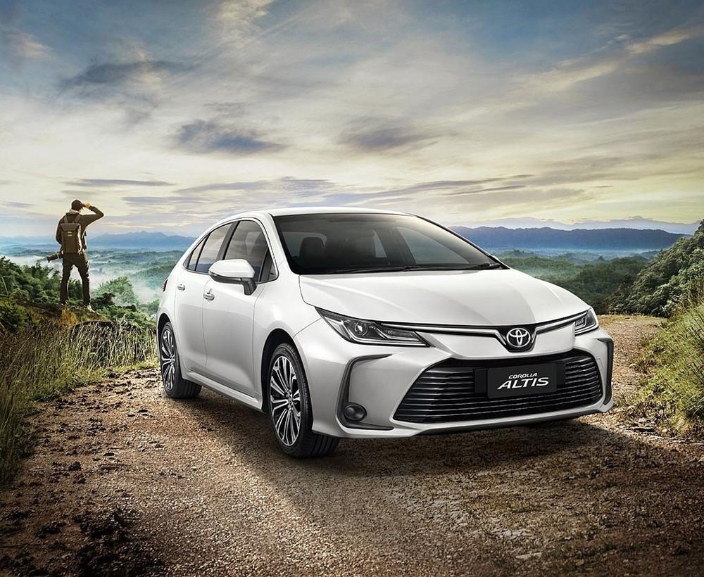 So với thế hệ cũ, Toyota Corolla Altis 2021 có chiều dài lớn hơn 10 mm, rộng hơn 5 mm và thấp hơn 45 mm.