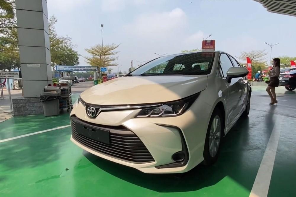Chiếc Toyota Corolla Altis 2021 mới xuất hiện tại đại lý được nhập khẩu từ Trung Đông, thuộc phiên bản 2.0 Xli.