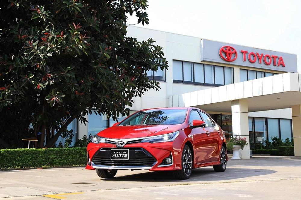 Toyota Corolla Altis đời cũ hiện đang được phân phối.