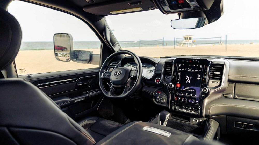 Nội thất của chiếc Ram 1500 TRX 6x6