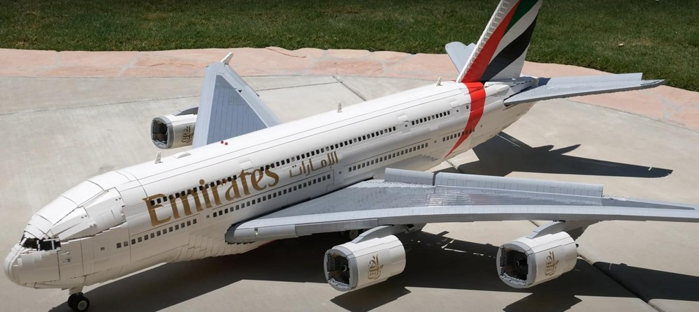 Máy bay Lego Airbus A380 Superjumbo này nặng 40,8 kg với sải cánh 2,1 mét và chiều dài 1,82 mét