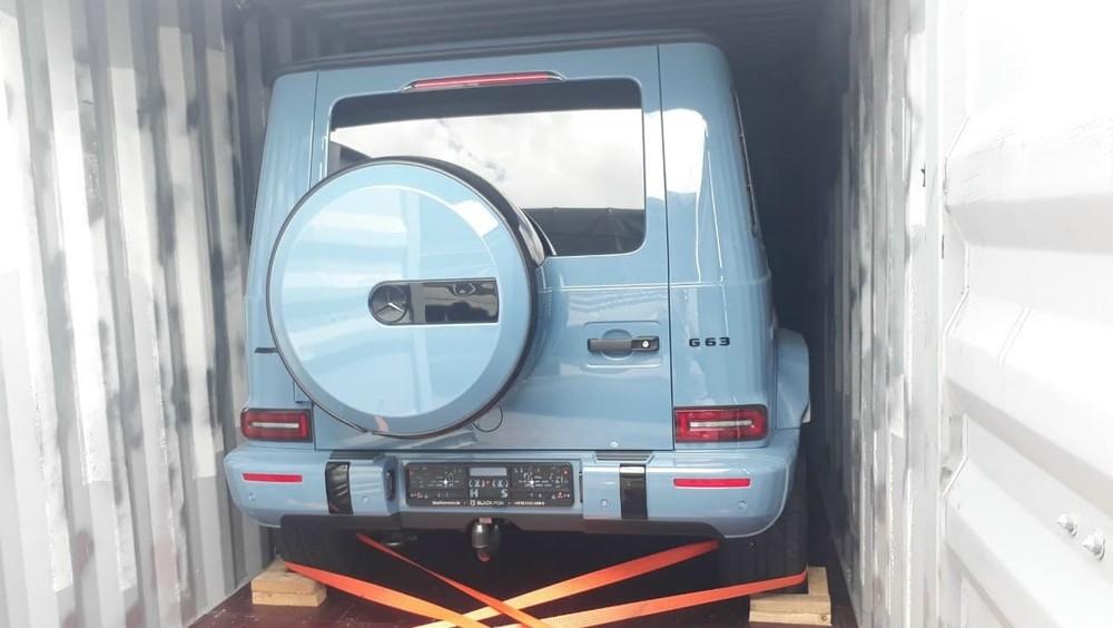 Còn đây là ảnh mở công Mercedes-AMG G63 màu xanh China thứ 2 về Việt Nam