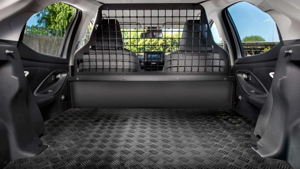 Hàng ghế sau của Toyota Yaris ECOVan 2021 đã bị loại bỏ