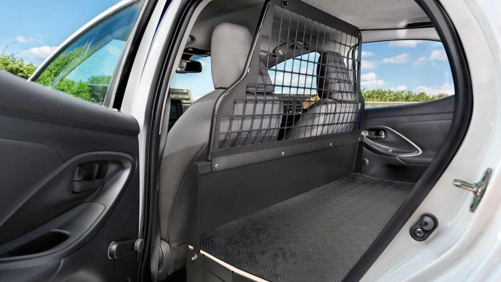 Sự biến mất của ghế sau mang đến khoang chở hàng rộng hơn cho Toyota Yaris ECOVan 2021