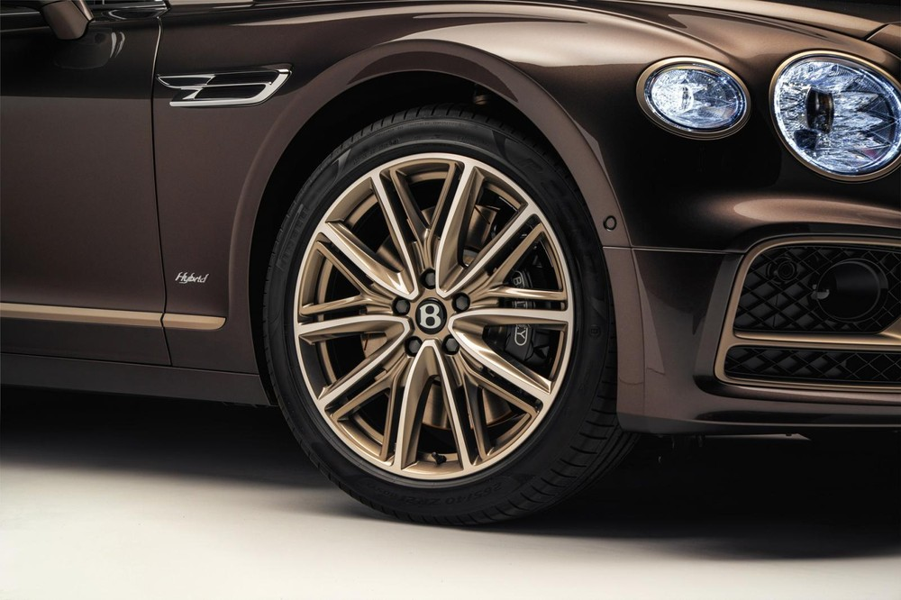 Vành la-zăng 21 inch của Bentley Flying Spur Hybrid Odyssean Edition 2022