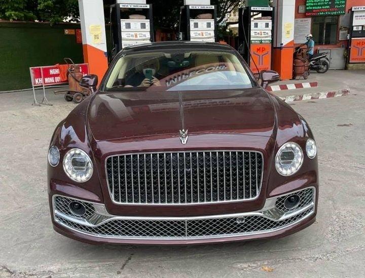 Bentley Flying Spur V8 First Edition màu lạ về nước, xe siêu sang dành cho các chủ tịch trẻ
