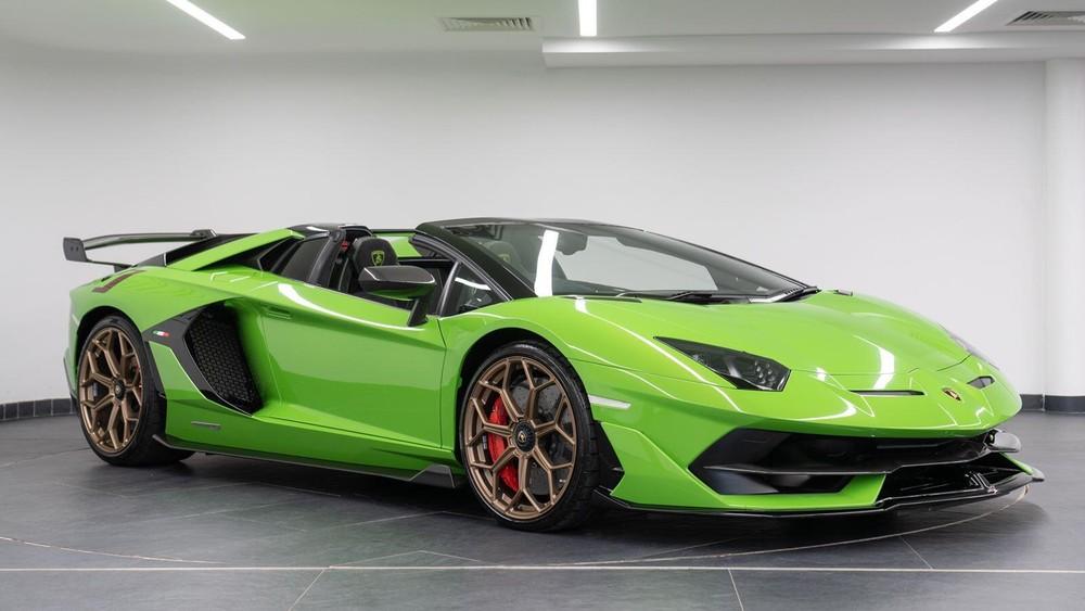 Chiếc xe Lamborghini Aventador SVJ Roadster của đại lý Tom Hartley đang rao bán với giá 419.950 Bảng Anh