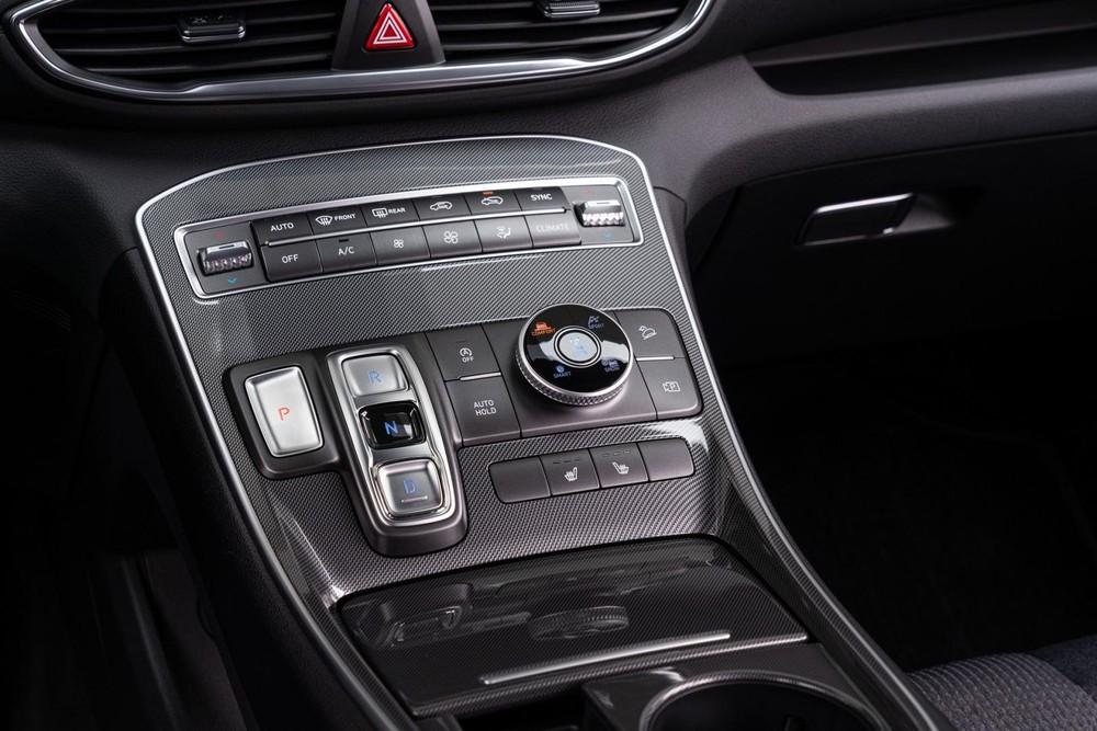 Cụm điều khiển trung tâm của Hyundai Santa Fe XRT 2022