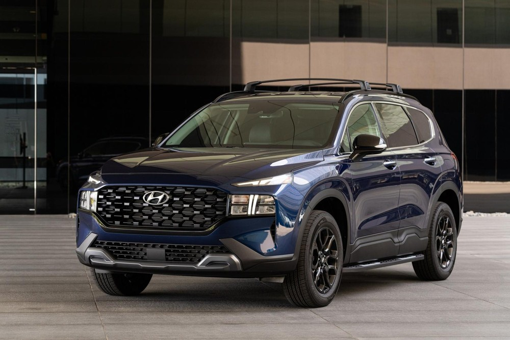 Hyundai Santa Fe XRT 2022 có nẹp thân xe bằng nhựa