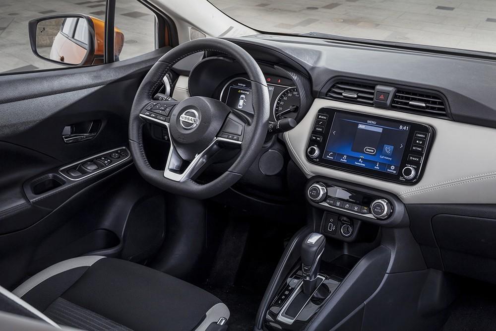 Khoang lái bên trong Nissan Almera 2021