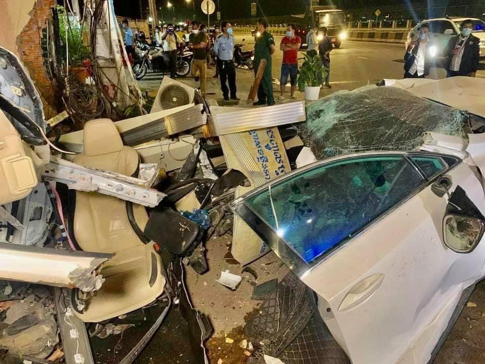 Vụ tai nạn khiến chiếc xe Lexus NX200t hỏng nặng