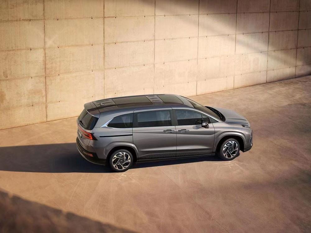 Hyundai Custo 2021 dùng cửa trượt bên sườn