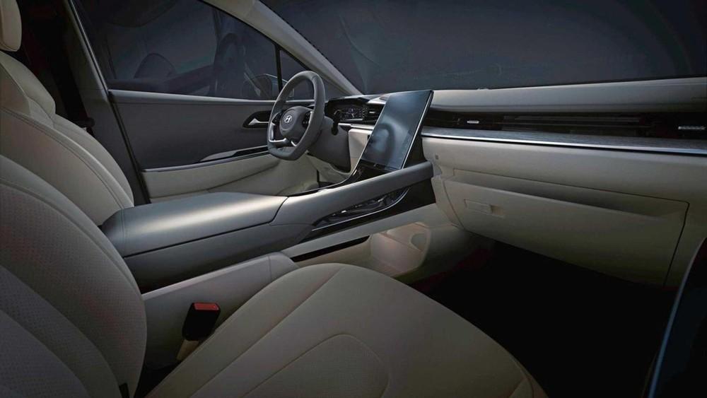 Hyundai Custo 2021 còn có màn hình thông tin giải trí nằm dọc cỡ lớn