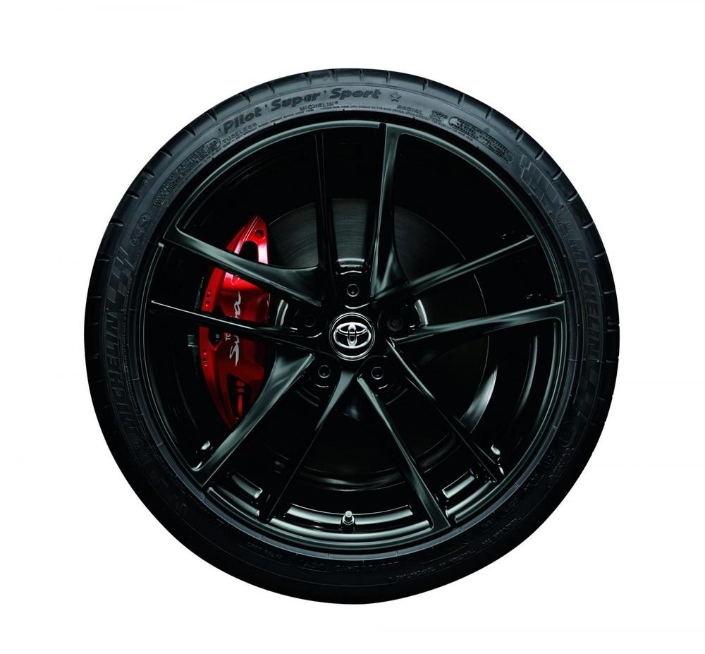 Cùm phanh màu đỏ của Toyota GR Supra SZ-R 35th Anniversary Edition