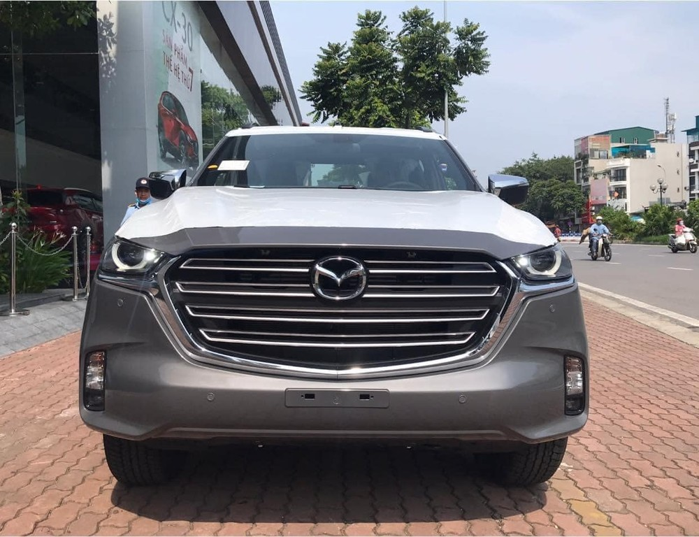 Mazda BT-50 2021 đã được đưa về các đại lý.
