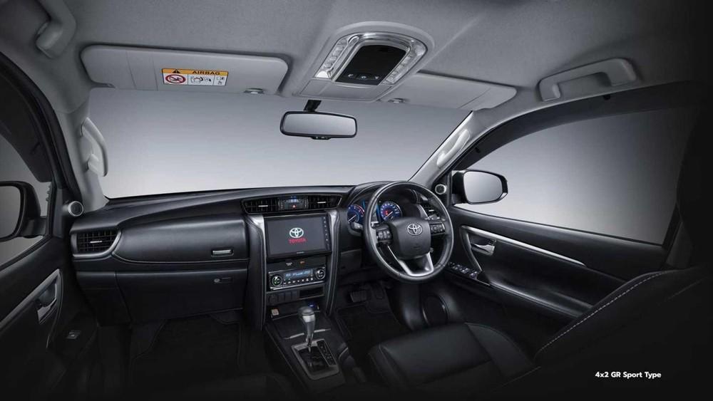Nội thất bên trong Toyota Fortuner GR Sport 2022