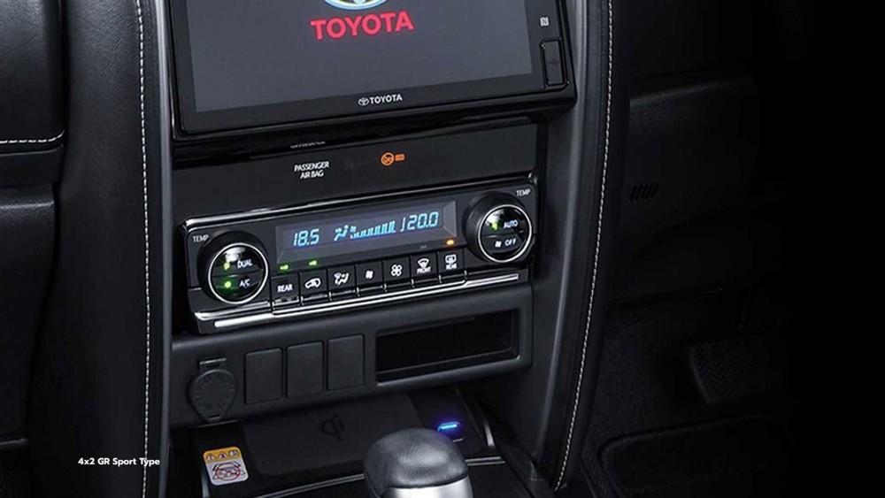 Toyota Fortuner GR Sport 2022 dùng điều hòa tự động 2 vùng