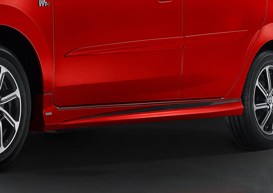 Tem màu đen dưới cửa của Toyota Wigo GR Sport 2022