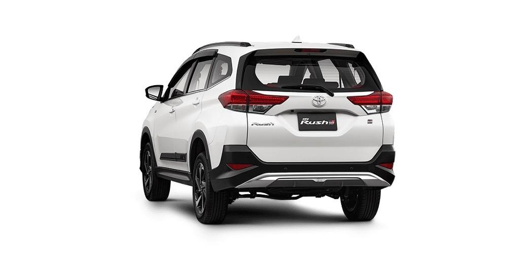Toyota Rush GR Sport 2022 còn có tấm ốp gầm sau màu bạc