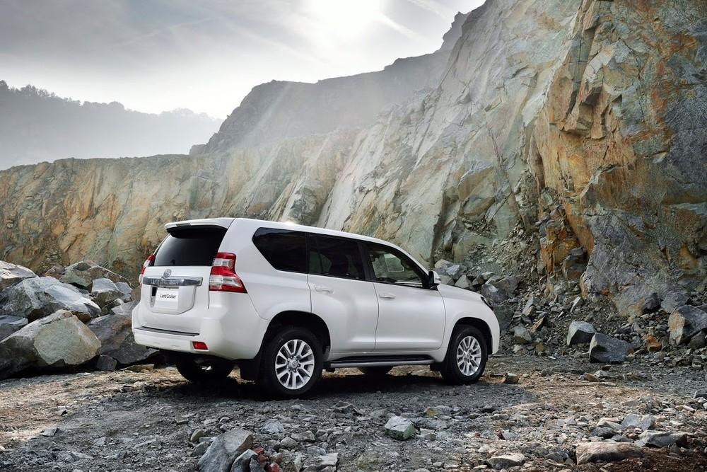 Toyota Land Cruiser Prado thế hệ mới có thể sẽ có phiên bản hybrid