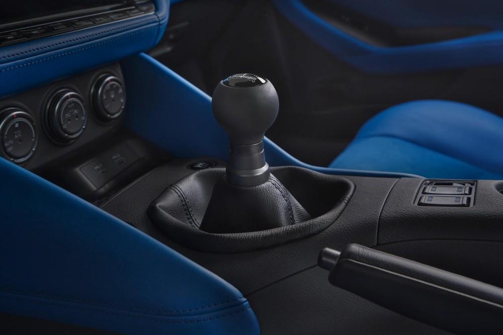 Nissan Z 2023 có cả hộp số sàn lẫn hộp số tự động