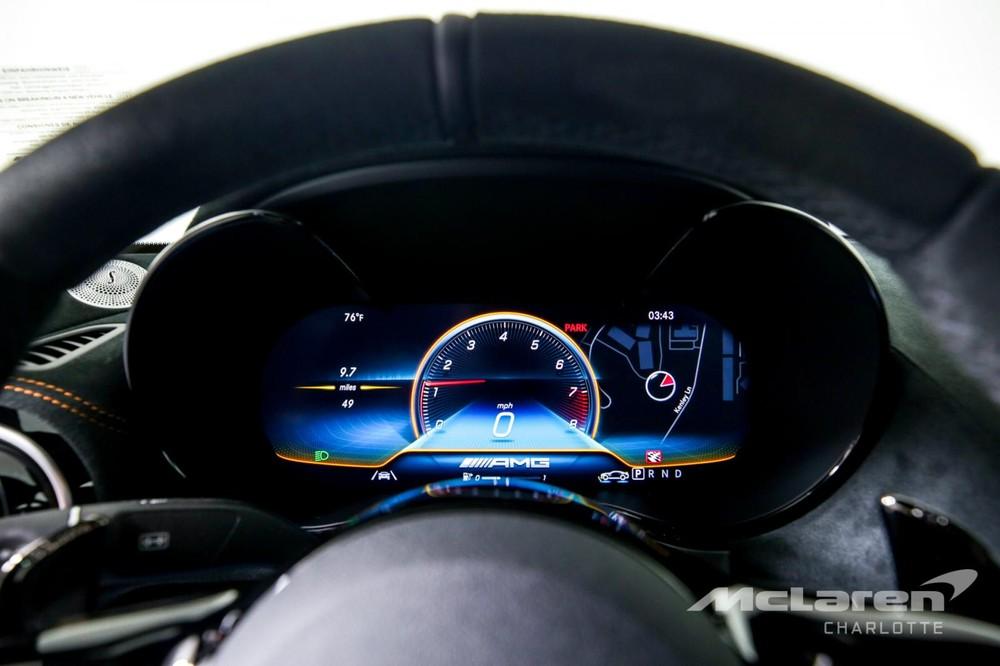 Tốc độ tối đa của xe là 325 km/h