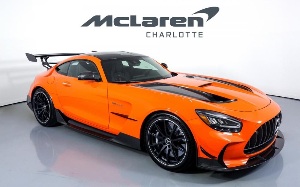 Giá bán này tăng gần 460.000 đô la so với giá khởi điểm của siêu xe Mercedes-AMG GT Black Series