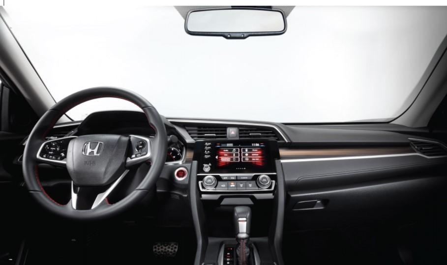Nội thất bên trong Honda Civic đơn giản, thực dụng.