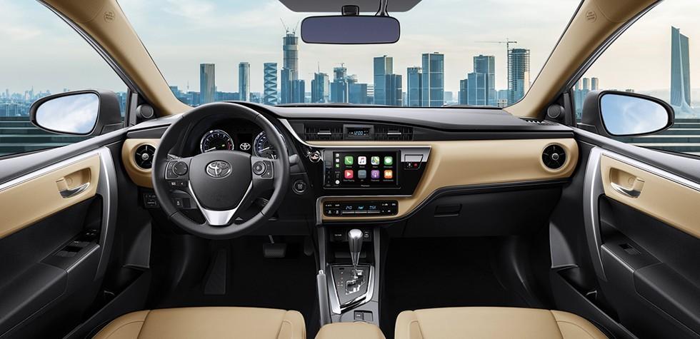 Nội thất bên trong Toyota Corolla Altis mặc dù được bổ sung nhiều tiện nghi nhưng vẫn đơn điệu.