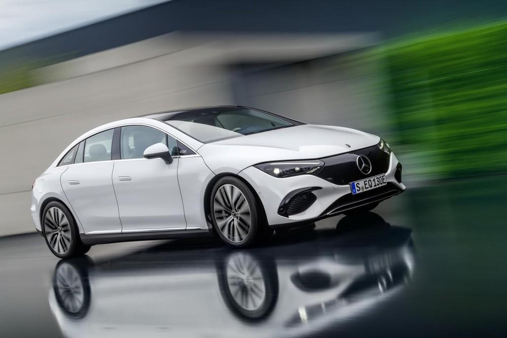Mercedes-Benz EQE 2022 có hệ thống đánh lái bánh sau tùy chọn