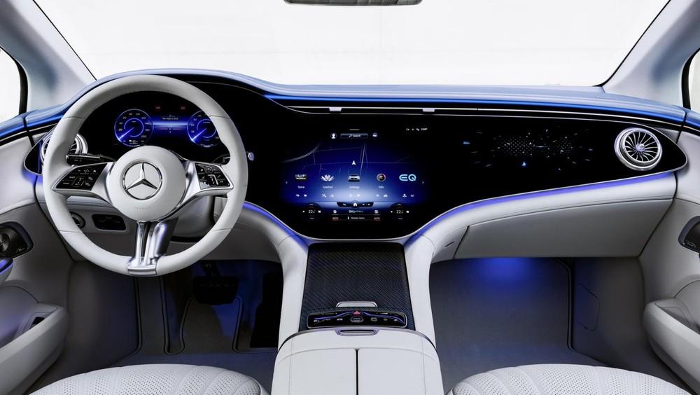 Màn hình Hyperscreeen của Mercedes-Benz EQE 2022