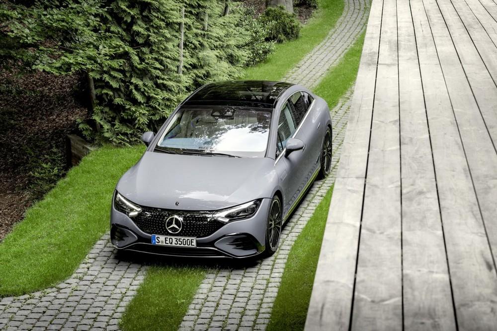 Mercedes-Benz EQE 2022 có 2 phiên bản