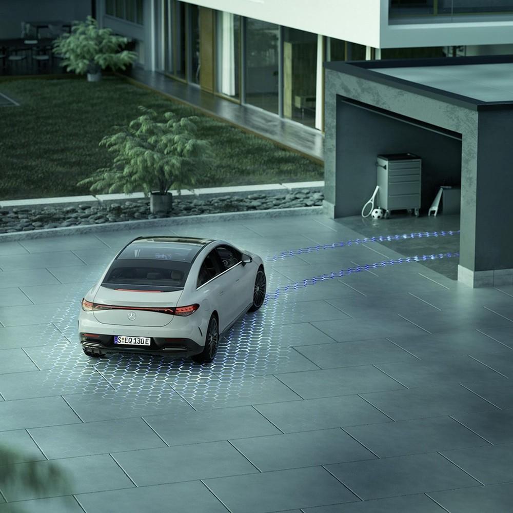 Mercedes-Benz EQE 2022 có hệ thống đỗ xe tự động cấp độ 4