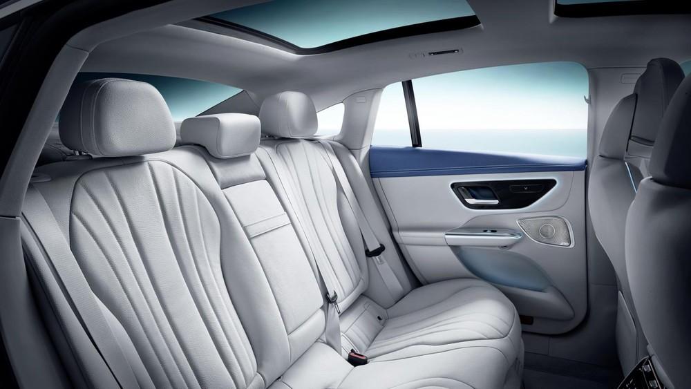 Ghế sau của Mercedes-Benz EQE 2022