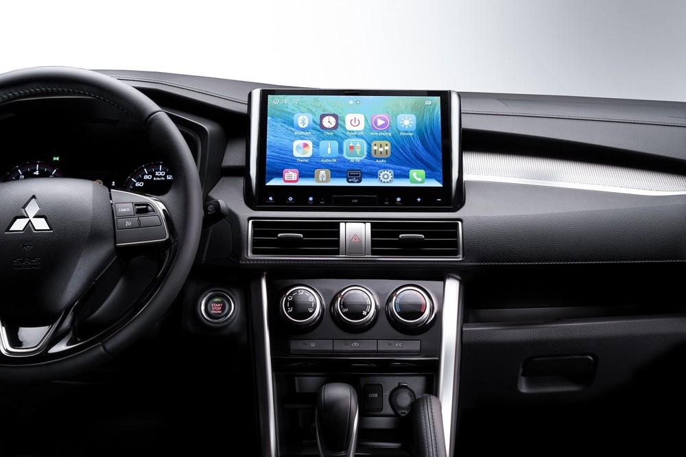 Màn hình giải trí 10 inch có kết nối Apple CarPlay/Android Auto của Mitsubishi Xpander AT đặc biệt xóa nhòa lợi thế cạnh tranh của Suzuki XL7/Ertiga.