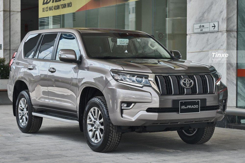 Toyota Land Cruiser Prado hiện đang có giá bán lẻ đề xuất là 2,379 tỷ đồng.