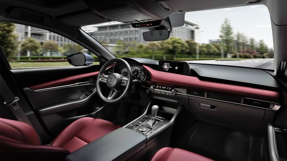 Nội thất bên trong Mazda3 hướng tới sự tối giản nhưng đầy đủ tiện nghi.