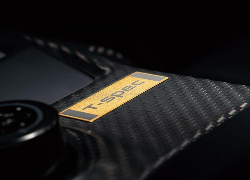 Logo T-Spec ở cụm điều khiển trung tâm của Nissan GT-R T-spec 2022